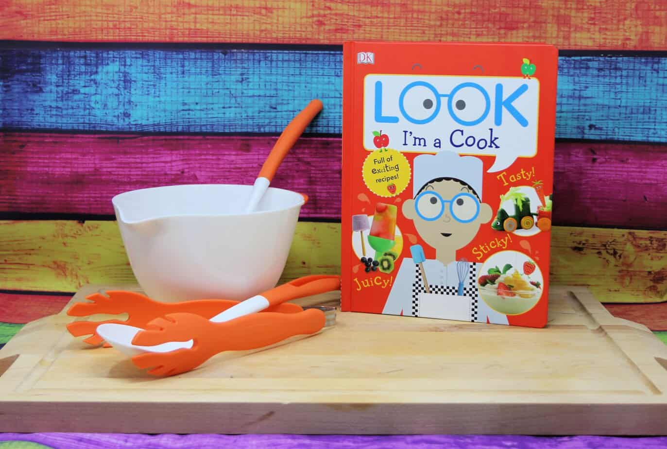 The cover of Look I'm A Cook By DK